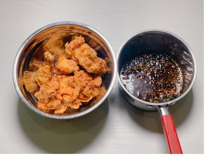 cách làm gà chiên sốt nước tương Hàn Quốc